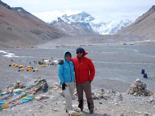 Afien en Maarten bij het basiskamp van de Mount Everest