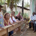Bezoek aan de Hill Wheeler school, v.l.n.r. Loïs, de directeur, Marieke, Alie en Maarten