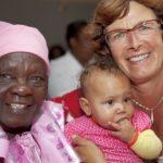 De oma van Tony, overgrootmoeder van Sayari, met Afien