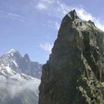 De top van de Aiguille d'Index met op de achtergrond de Aiguille Vert