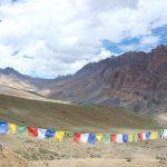 Gebedsvlaggen op de 4400 meter hoge Bumika La