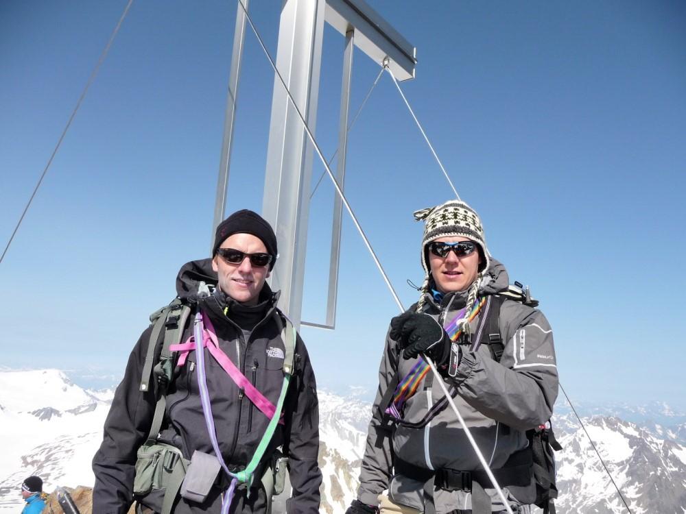 Hugo (l) en Jori op de top van de Wildspitze.