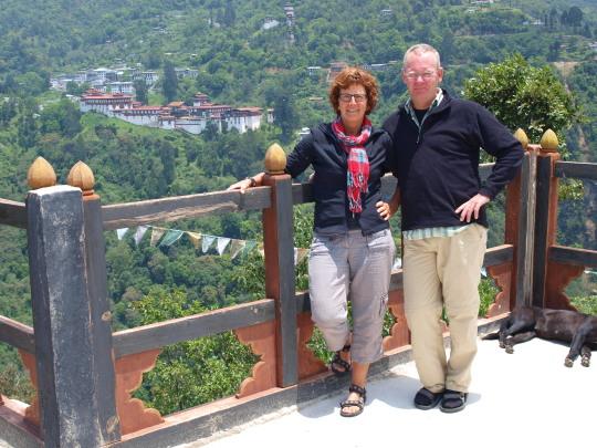 In de verte Trongsa Dzong