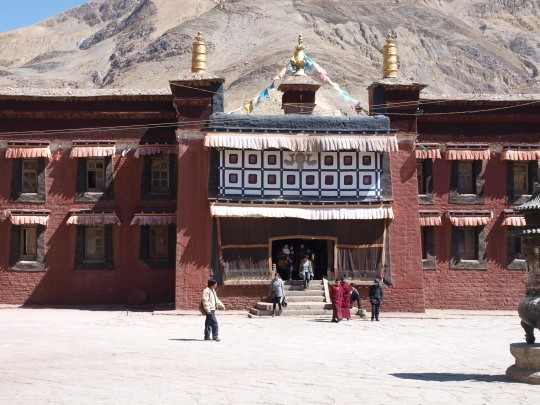 Ingang van het Sakya klooster