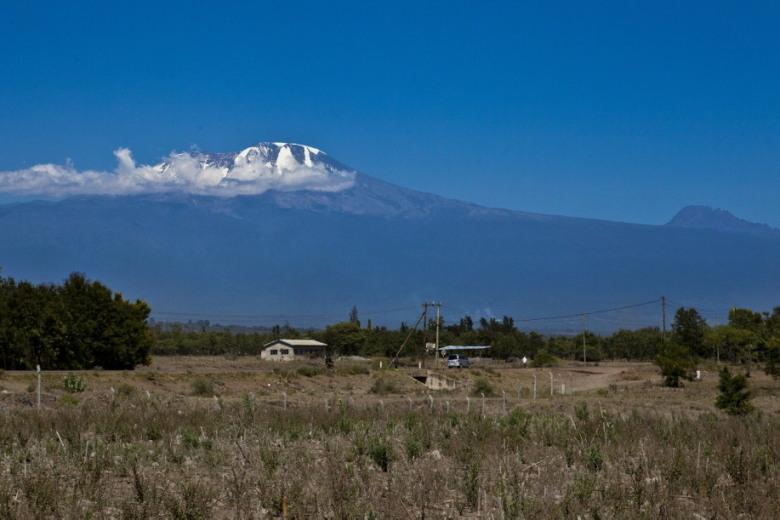 Kilimanjaro vanaf de savannah