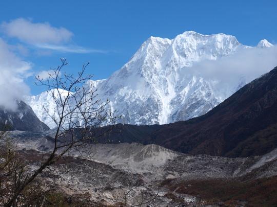 Laatste blik op de Larkya peak