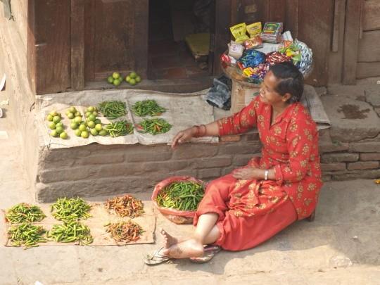 Maar ook handel in groene pepers op Durbar square