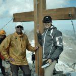 Maarten & Jori bij het topkruis op de Piz Buin