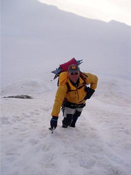 Maarten klimt naar col de Mont Braoulè