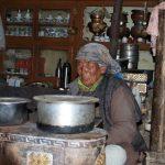 Onze gastvrouw in Sumdah Chenmo