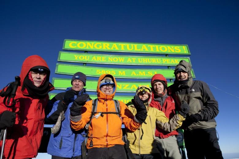 Op de top Uhuru peak, Wim, Maarten, Willem Hendrik, Afien Ewout & Jan