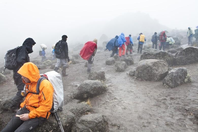 Regen, regen op weg naar Lava Tower