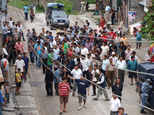 Staking en demonstratie in Besisahar