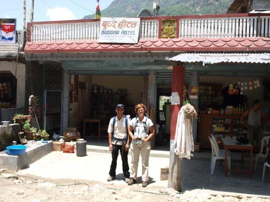 Start van de trekking in Nayapul bij Hotel Buddha