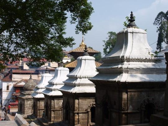Tientallen tempels bij Pashupatinath