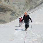 Tineke en Maarten naar de top van de Mont Blanc de Cheilon (diep in het dal de hut)