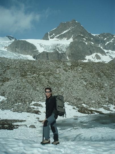 Tineke met op de achtergrond de Silvrettahorn