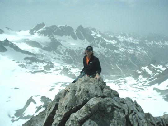 Tineke op weg naar de top van de Dreilanderspitze