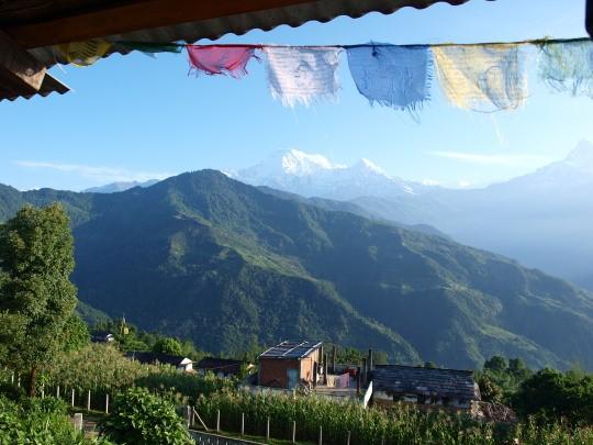 Vanaf het balkon van Hotel Raju in Dhampus