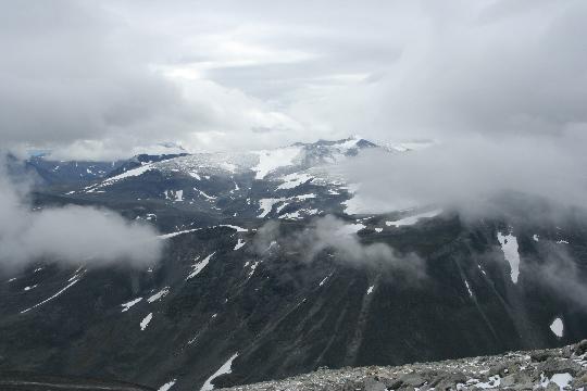 Zicht op de hoogste berg van Noorwegen, de Galdhøpiggen, 2469 meter