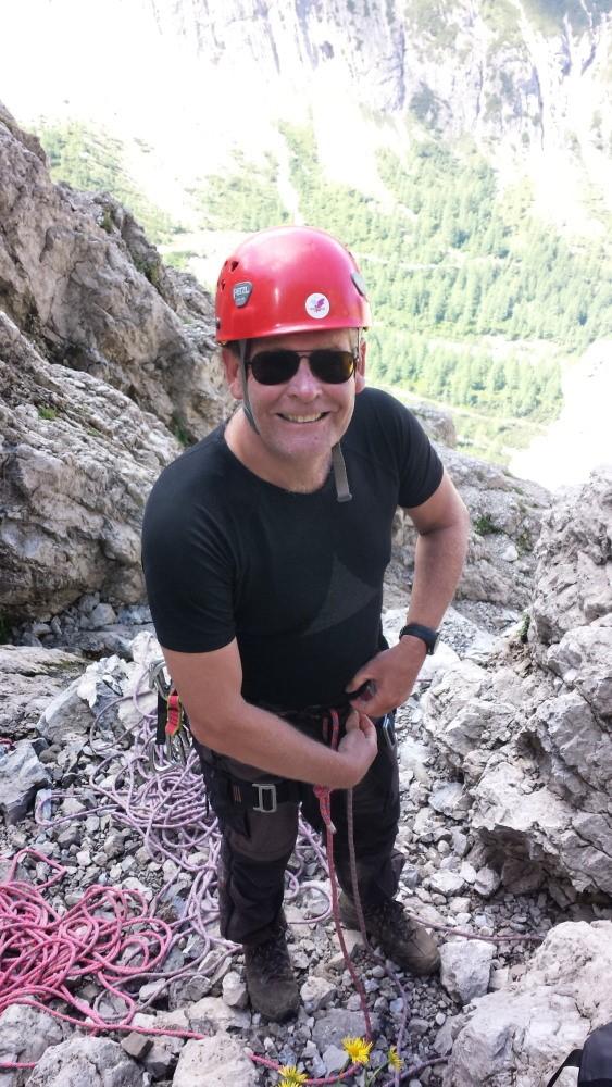 Maarten bindt in voor de beklimming van de Bügeleisenkante