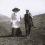 Mahler wandelt met zijn vrouw Alma tijdens hun vakanties