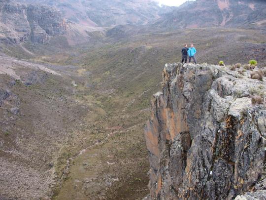 Henk en Hugo de op kloof langs de Chogoria route vlak voor de Mt. Kenya