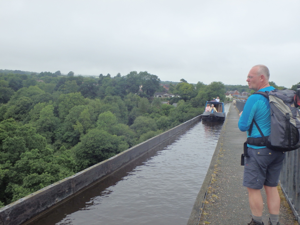 Bootjes varen door het hoge Telford's aquaduct