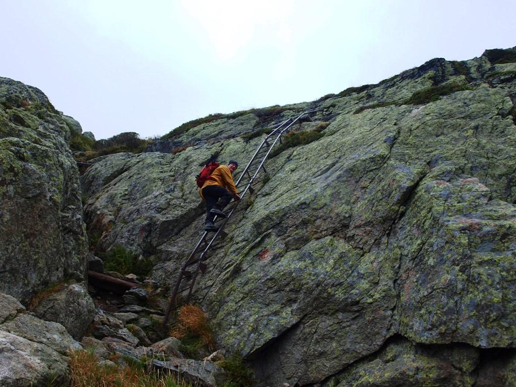 Maarten op ladders bij Les Chéserys