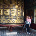 Gebedsmolen met Sangmu dochter van Pasang