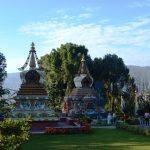 Tuin Kopan Monestery met stupa's