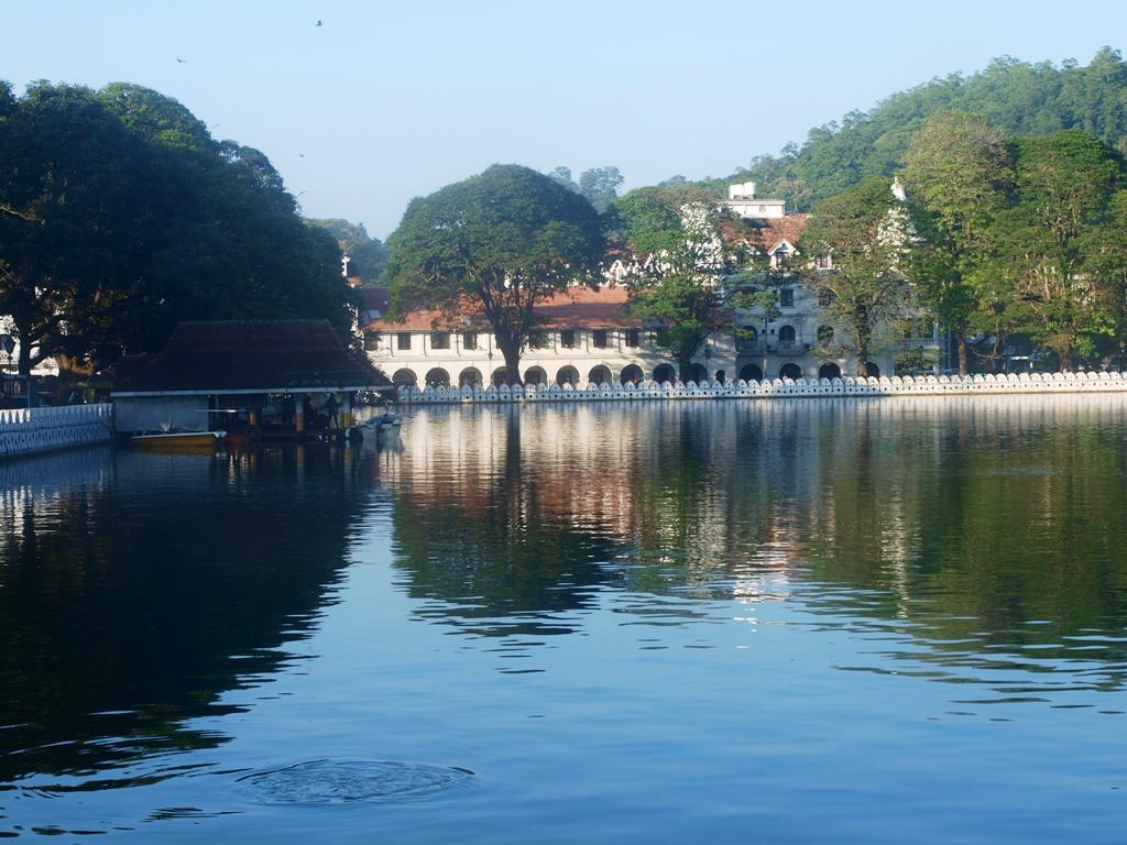 Kandy aan het gelijknamige meer